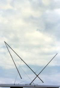 Sculpture envol statique apesenteur verticale Thierry Vidé Design