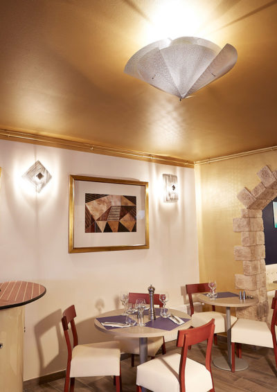 Ceiling light in Rosaventi restaurant by Thierry Vidé Design