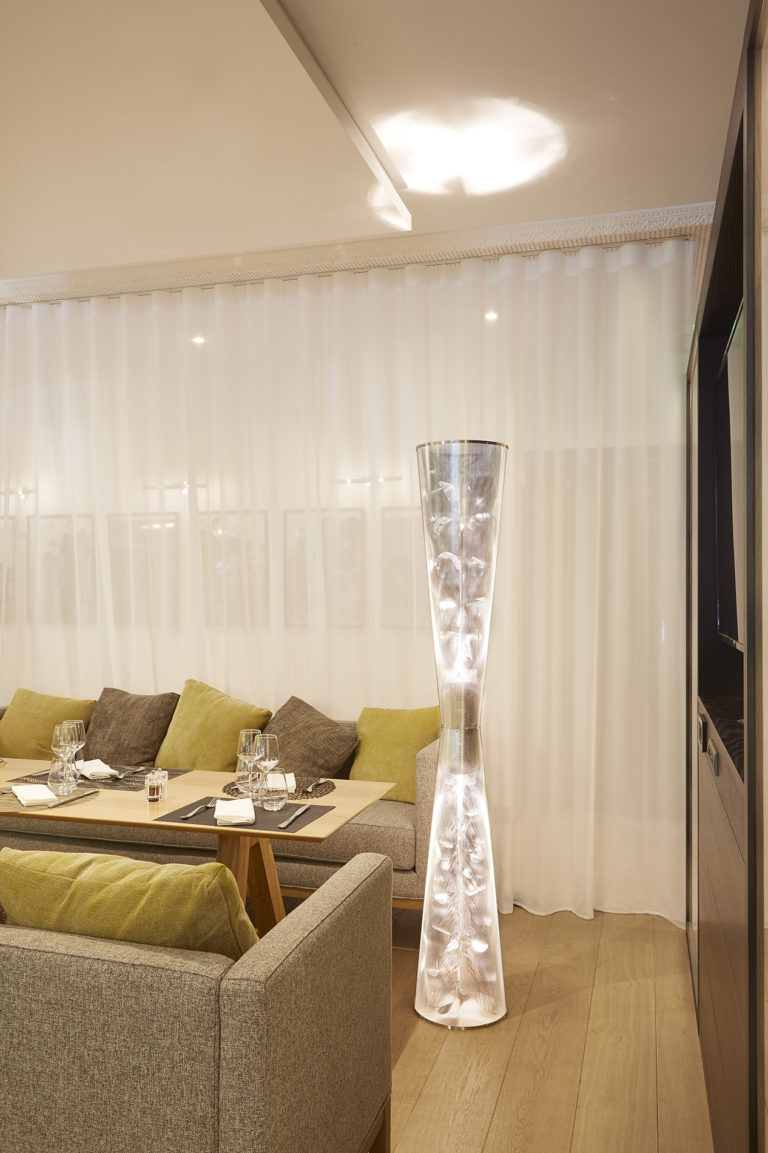 Lighting Florale Column in a restaurant Roissy Thierry Vidé Design