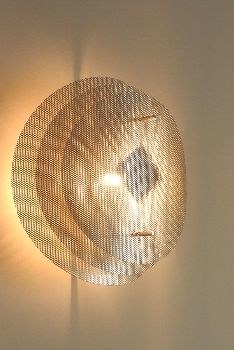 Luminaire applique murale solaire ronde zoom Thierry Vidé Design