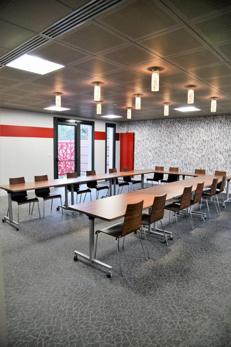 Luminaire suspension petite spirale salle de réunion Thierry Vidé Design