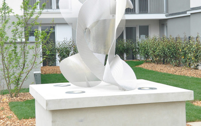 Sculpture Constellation vue de côté inauguration résidence noisy le grand Thierry Vidé Design