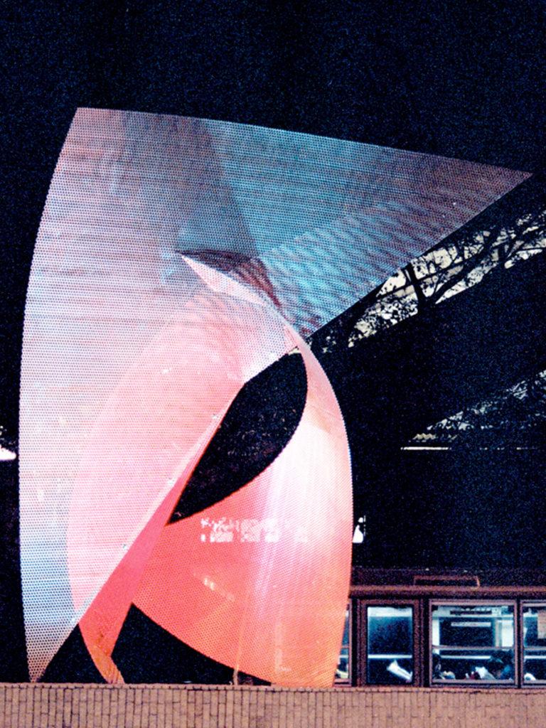 Sculpture Envol Japan by night focus Thierry Vidé Design