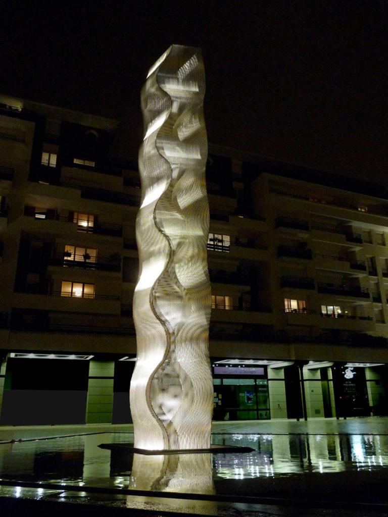 Sculpture Onde column Bois Colombes by night Thierry Vidé Design
