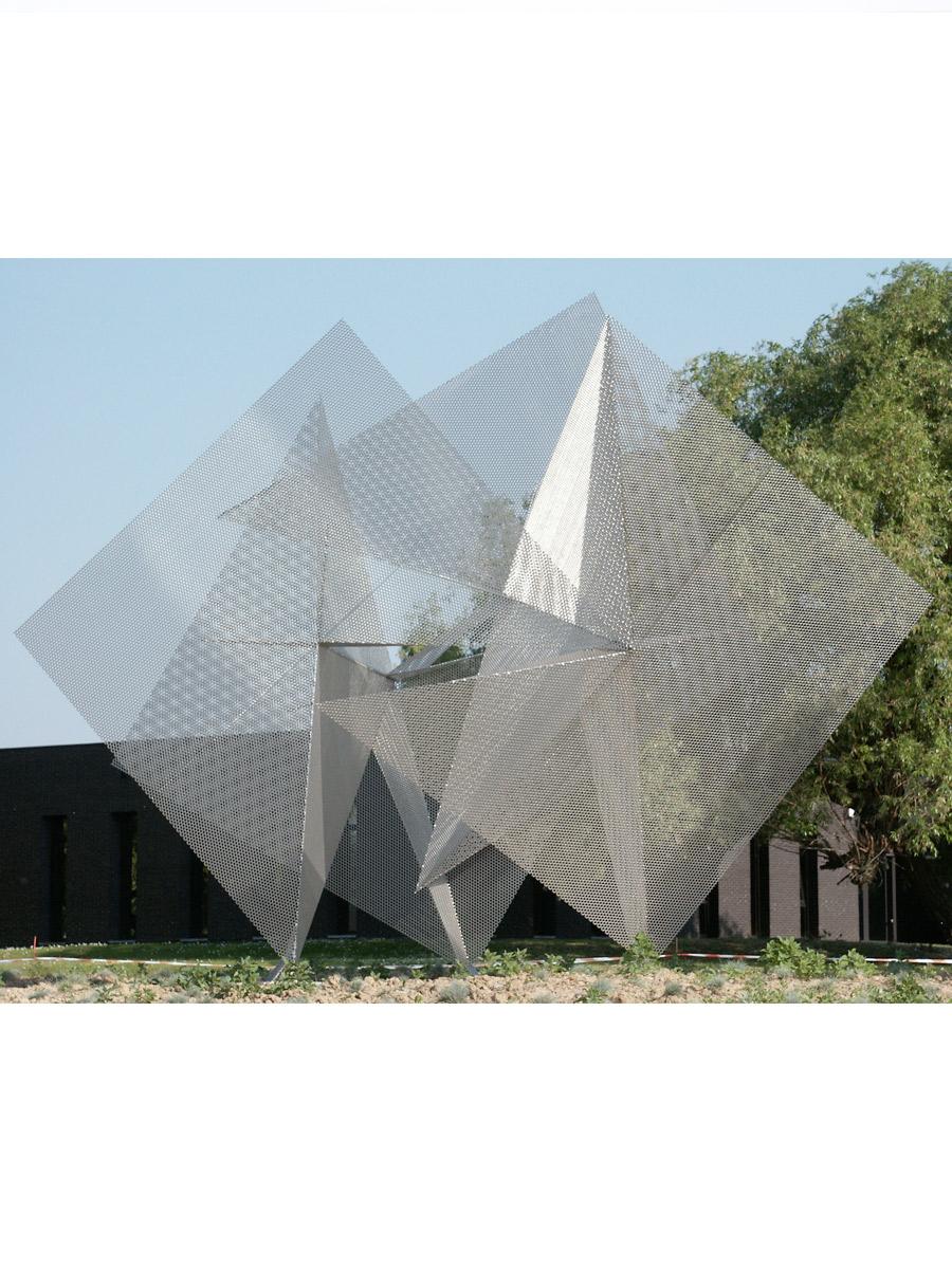 Sculpture Belgium Prism ans lighting signal Thierry Vidé Design
