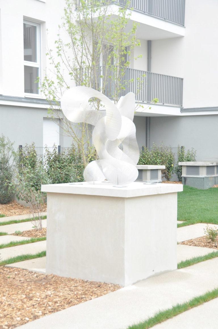 Sculpture Constellation vue de face inauguration résidence noisy le grand Thierry Vidé Design
